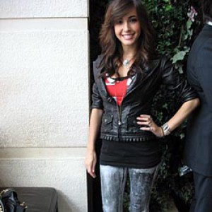 12_1948_20090912163125_kate-voegele-at-barneys-and-w-union-square-event.jpg